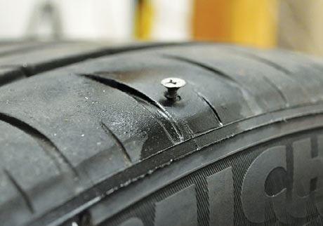 Lốp xe không săm bị cán đinh xuống hơi chậm hơn