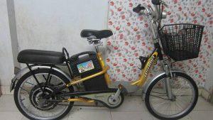 Xe đạp điện asama cũ màu vàng