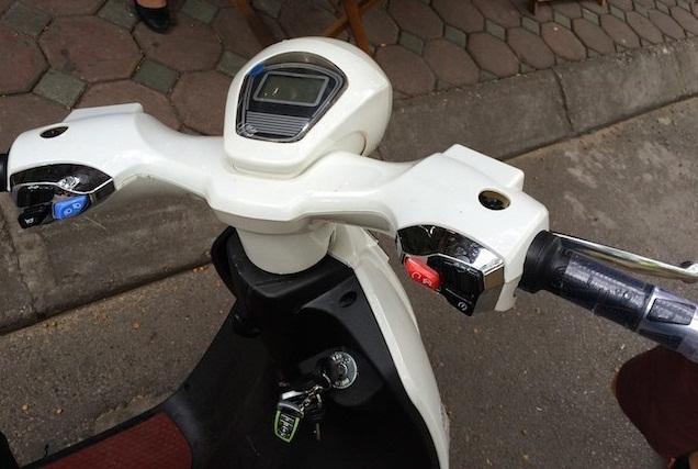 Kiểm tra tay lái khi mua xe đạp điện cũ