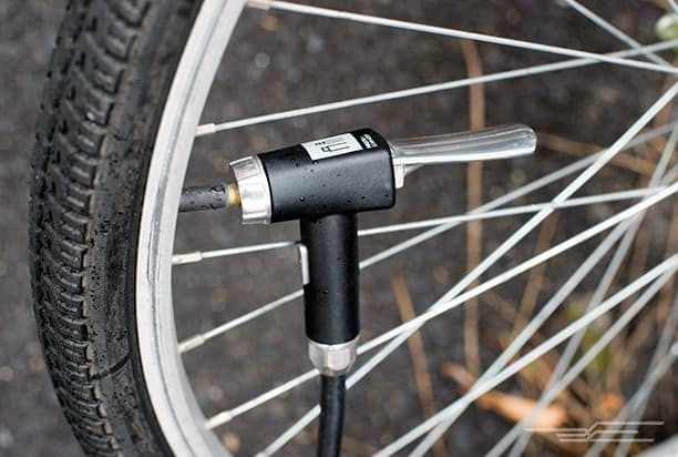 Bơm hơi cho lốp xe đạp điện
